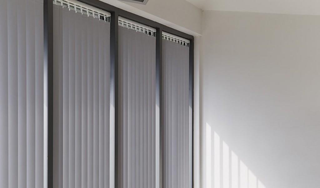 vertical blinds curtains dubai blinds shades drapes. Black Bedroom Furniture Sets. Home Design Ideas