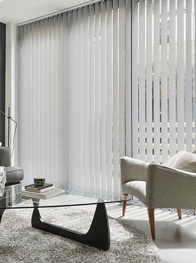grey vertical blind lounge pattie black masterportrait. Black Bedroom Furniture Sets. Home Design Ideas